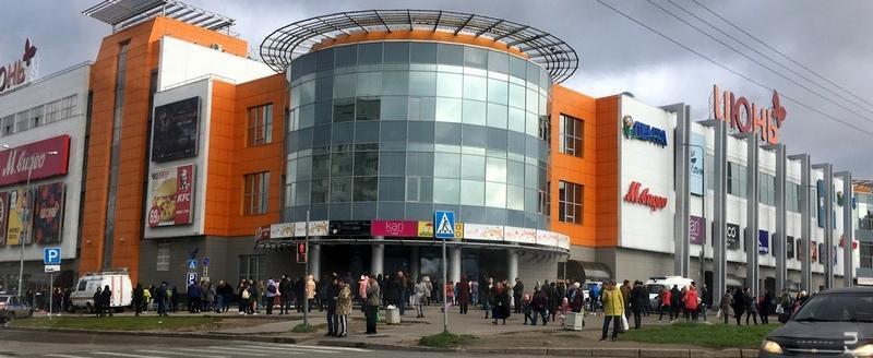 4 торговых центра в Череповце эвакуировали. Причина — анонимные звонки