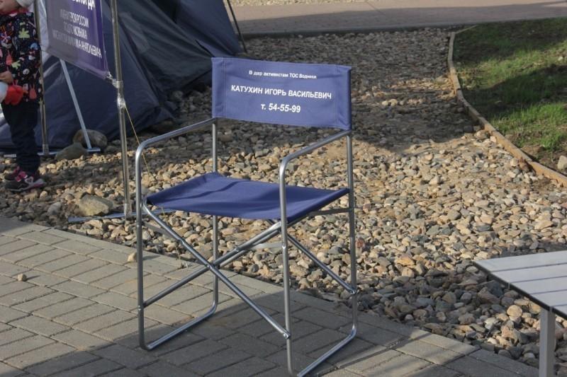 Быть биде! Городской депутат-мультимиллионер подарил горожанам стул имени себя