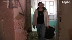В аварийном доме продолжает жить одна семья. Видео