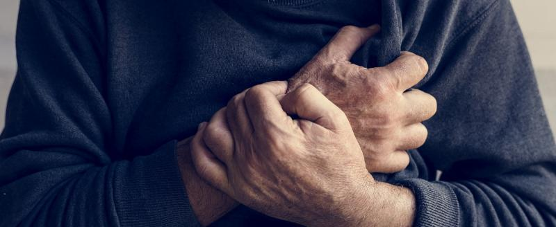 Полицейские помогли пенсионеру, у которого случился сердечный приступ