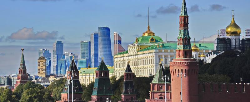 Сотрудникам Кремля и Белого дома повысили зарплаты. Порадуемся за них