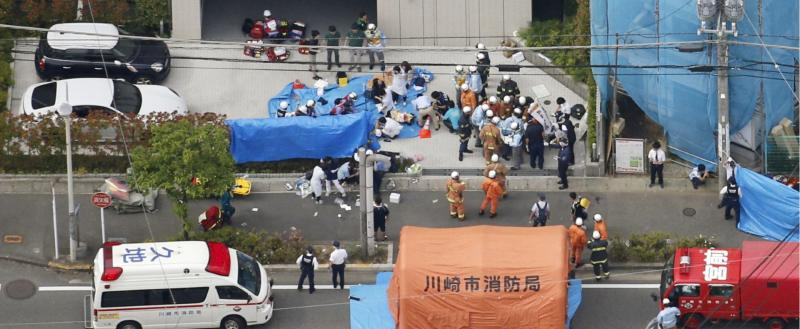 В Японии мужчина напал на школьниц с ножом, а после попытался сделать харакири