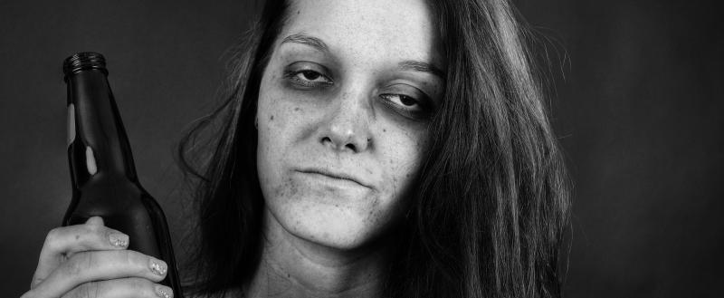 28-летняя мать убила дочку из-за хлебных крошек на столе