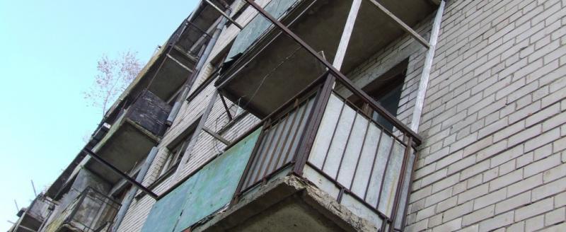 Череповчанин выбросил сожительницу с балкона