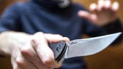 Разбойник с ножом похитил 40 тысяч из офиса МФК