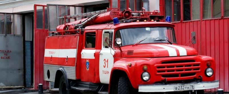 В Череповце загорелась автомастерская, расположенная в гараже