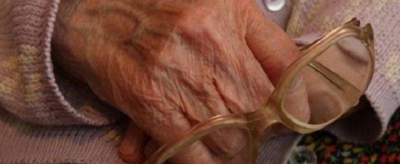 Жителя Бабаевского района наградили за спасение 83-летней соседки