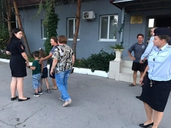 На улице нашли двух сбежавших из садика детей