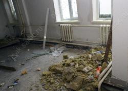 Мальчик травмировался при падении из окна недостроенной школы