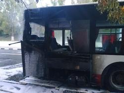 На дороге сгорел автобус 11-го маршрута