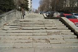 Предложено провести ревизию требующих ремонта городских лестниц