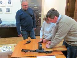 В музее научат разбирать и собирать старинное оружие
