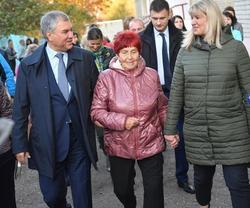 Спикер ГД Володин начал визит в Саратов с прогулки по проспекту Кирова