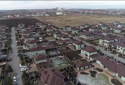Глава Саратова поручил снести забор коттеджного поселка