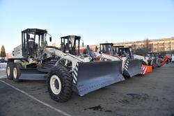 Завершаются поставки новой дорожной техники в Саратов